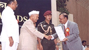 Dr. Majeed receiving the Award from (Late) Dr. Shankar Dayal Sharma, President of India, awarded by Spice Board for developing Export Markets for Garcinia cambogia, a Standardized Garcinia extract for weight management. (1997).
